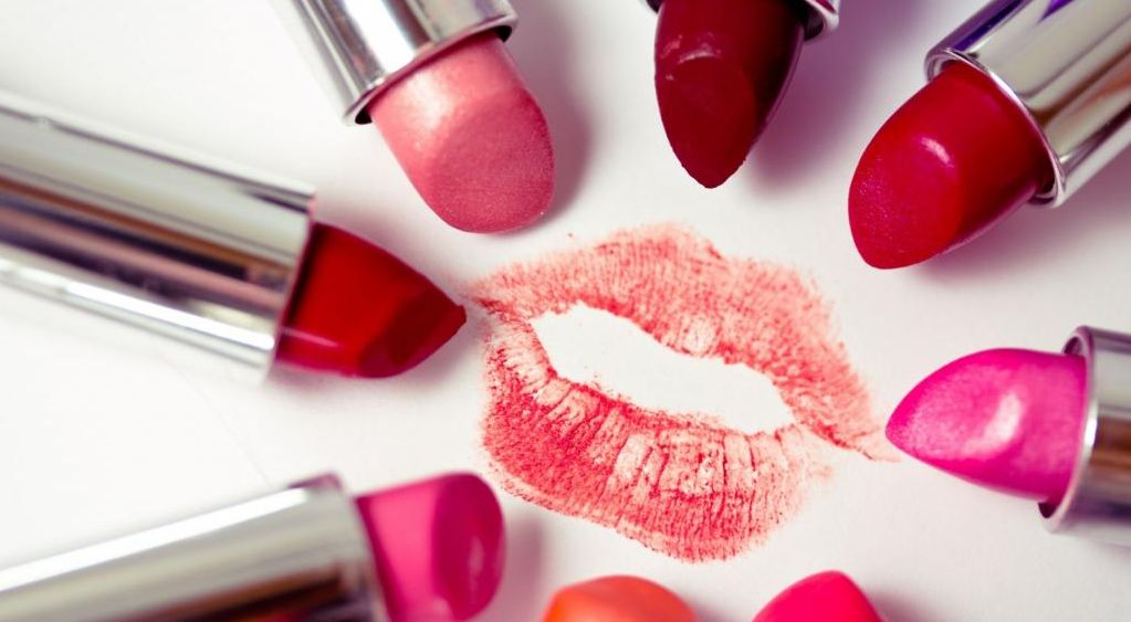 the process of lipstick By the sixteenth century, the process of making lipstick was a little safer queen elizabeth 1, who made cosmetics popular, donned a pale white face of makeup and bright crimson lips that she got from a mix of beeswax and plants.